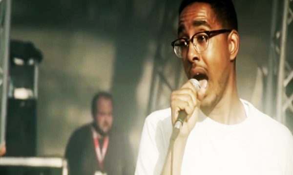 Oddisee captured by Urban Kingdom in 2015 in Brussels on the stage we officially produced the visuals for.